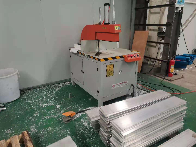 气动半自动铝切机